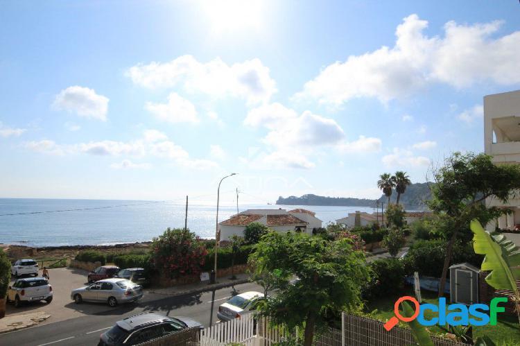 Excelente apartamento con vistas al mar junto a la exclusiva