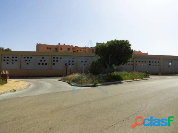 IMPRESIONANTE LOCAL COMERCIAL DE 2.512M2 EN Casares Beach,