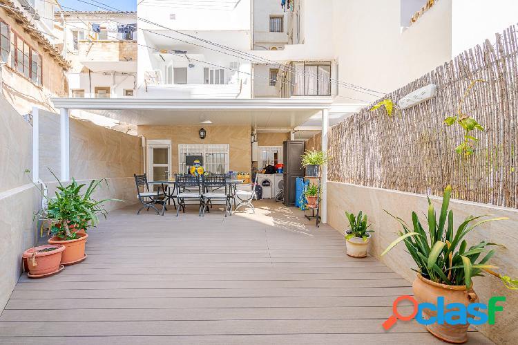 Se vende piso reformado de dos habitaciones con terraza de