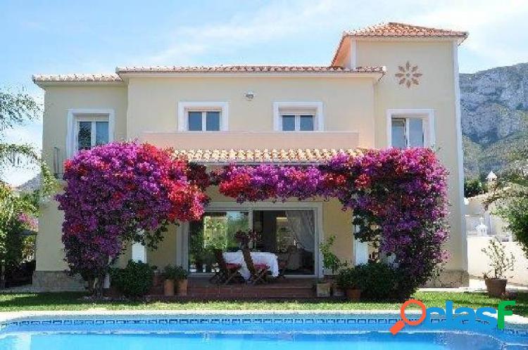 Villa de estilo mediterráneo a 5 minutos del centro y playa