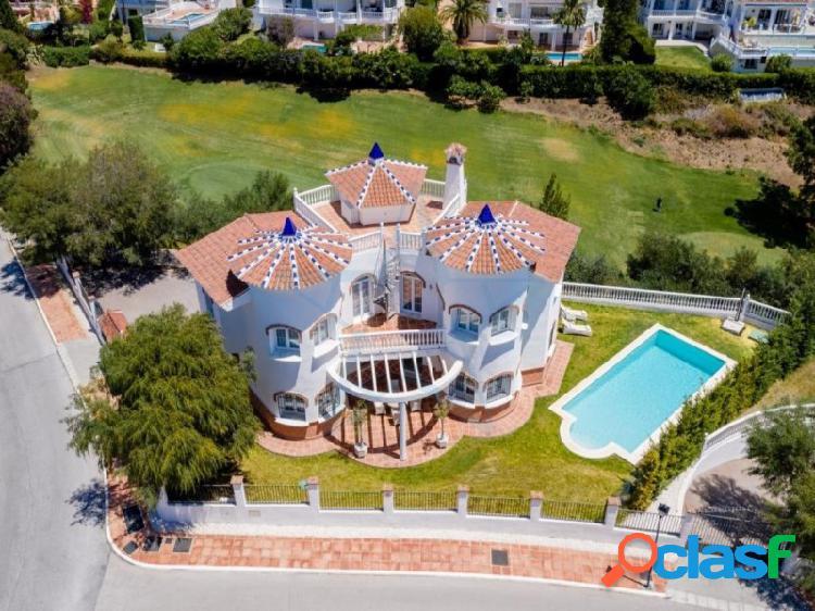 Villa de lujo independiente en El Chaparral Costa del Sol