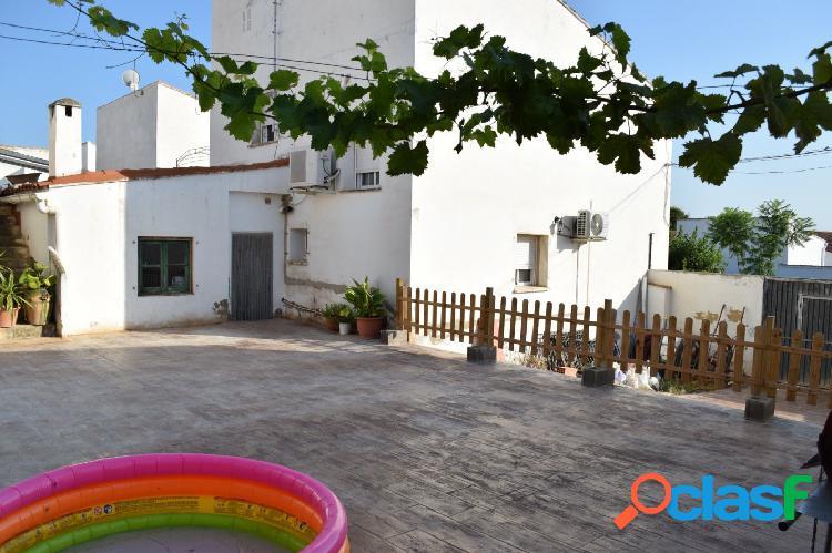 Estupenda casa en Domeño de 238 m2 con patio de 150 m2