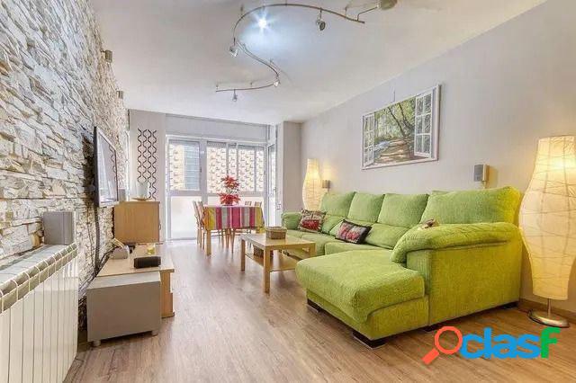Excelente piso de tres habitaciones y parquing en Figueres.