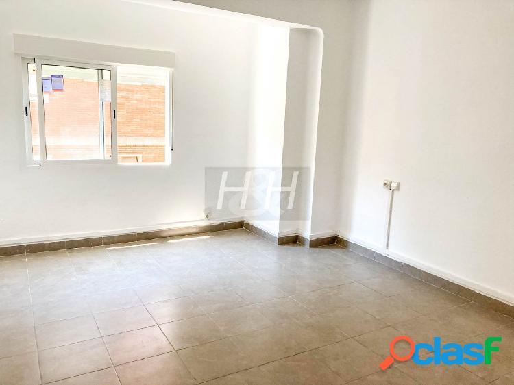 Se alquila piso reformado en Cantereria. / HH Asesores,