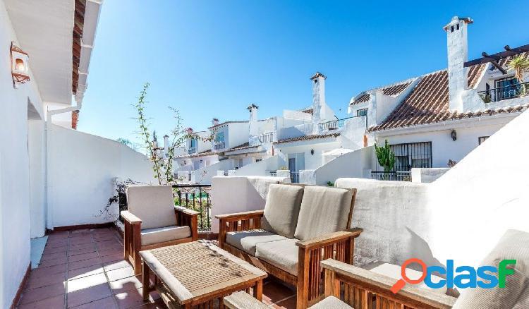 Hermosa casa adosada exclusiva en Los Naranjos De Marbella