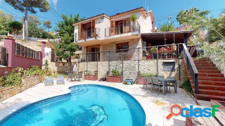 Magnífica casa con piscina y privacidad en Olivella.