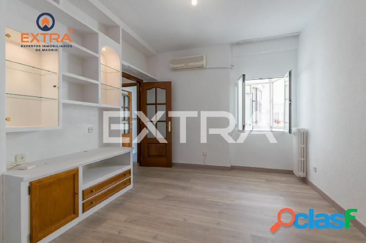 Piso de 2 dormitorios y 2 baños en la plaza República del