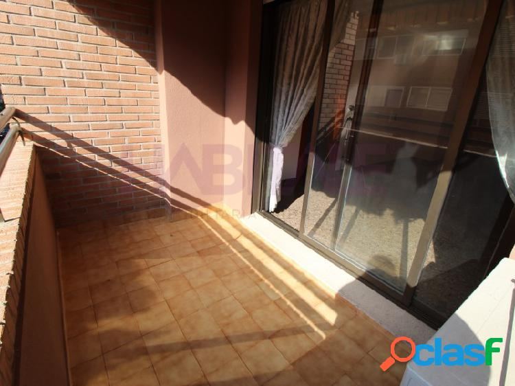 Se vende estupendo piso en pleno barrio de Benimaclet.