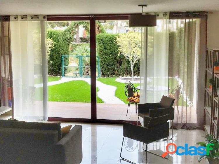 Se alquila amplio bungalow adosado de dos plantas, Alicante