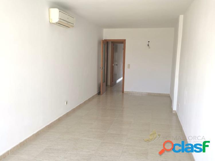 Se vende piso de tres dormitorios en zona muy tranquila.