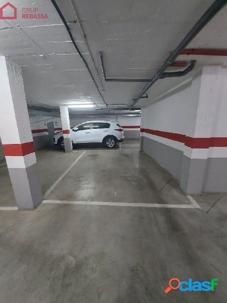 Se vende plaza de aparcamiento en sótano el centro del Pla
