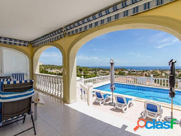 Villa en Calpe a 1.500 metros del mar, con magníficas