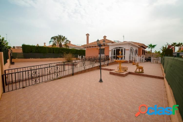 Villa en La Marina, España
