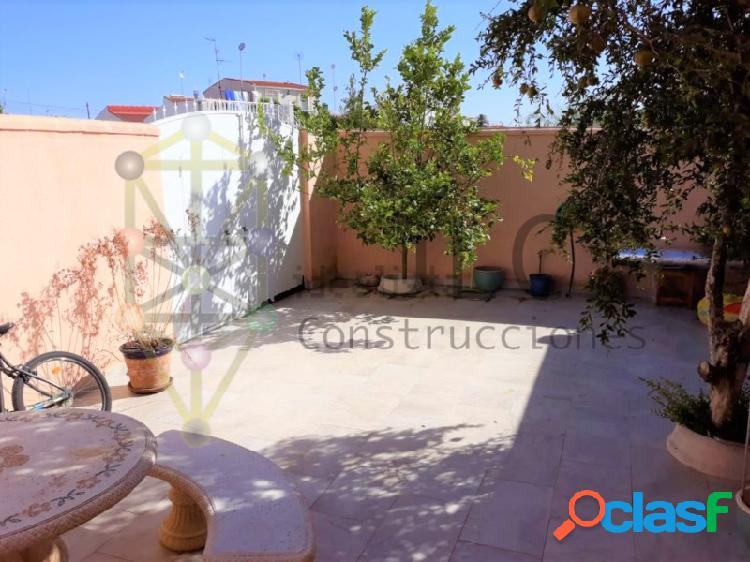 Chalet independiente en Torrevieja, urbanización el Salado: