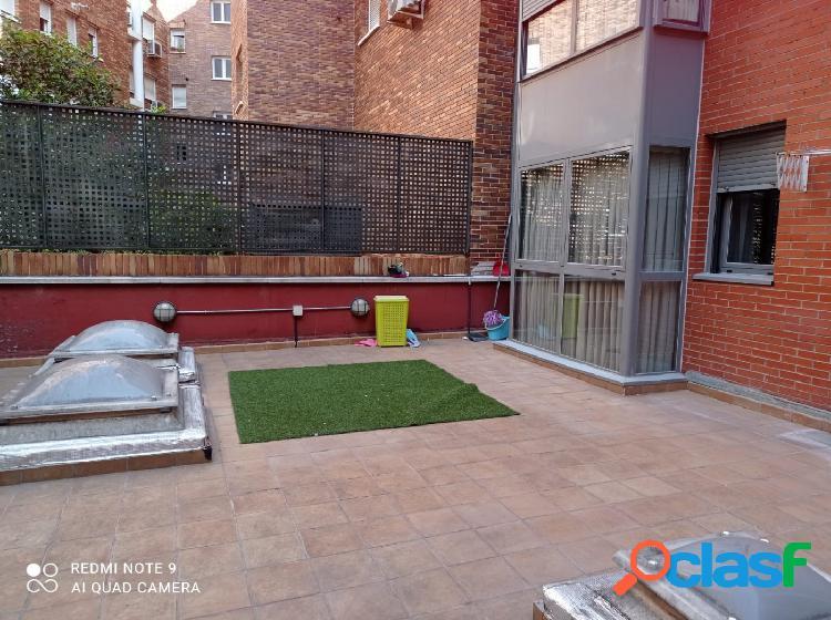 Piso con patio en calle Antonio Lopez 2 dormitorios con aire