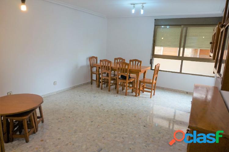 Se vende amplio apartamento en el centro!