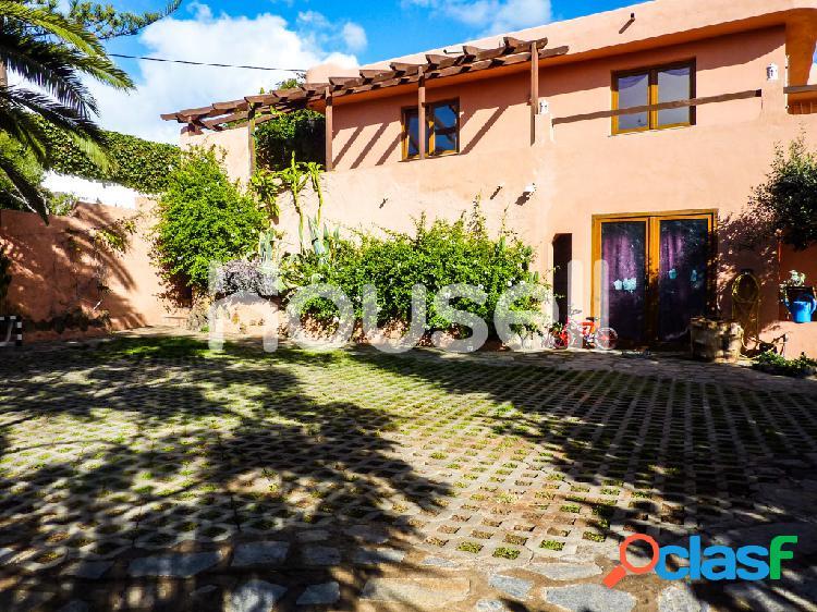 Parcela con varias viviendas en venta con 475 m² Calle