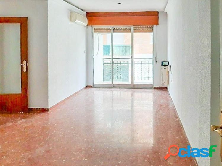 Bonito piso de 3 dormitorios, situado en la Plaza de la