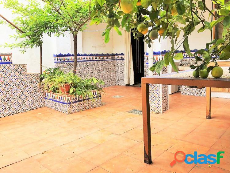 Casa de 4 dormitorios con patio y azotea en La Granja