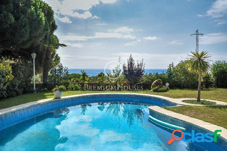Casa en venta con apartamento de invitados y piscina en