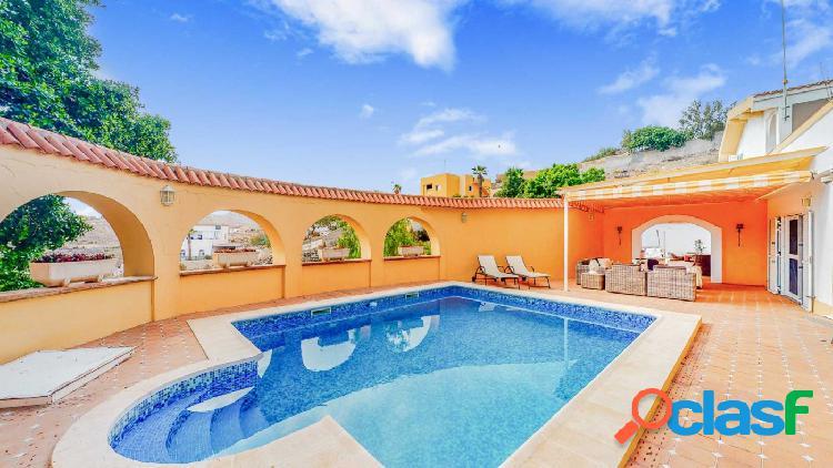 Precioso chalet independiente con piscina y vistas!!