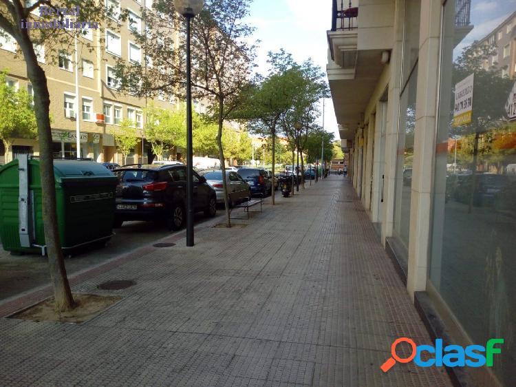 Local comercial de 105 metros cuadrados en la ciudad de