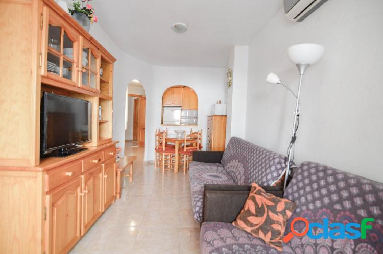Piso de 2 dormitorios con piscina en zona Habaneras, a 650