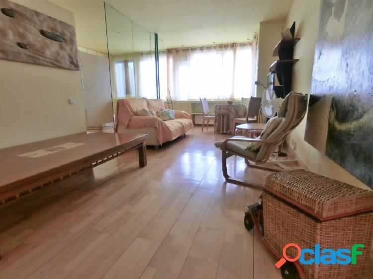 Se alquila amplio apartamento de 70 m2 en calle Orense, zona