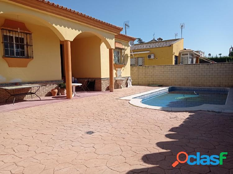 Estupendo Chalet independiente con piscina en Valencina