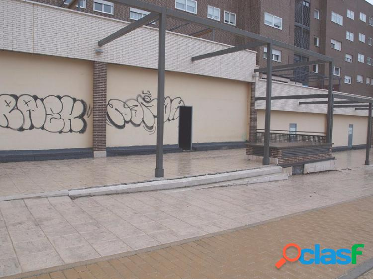 Gran local comercial en zona residencial Av. Levante y