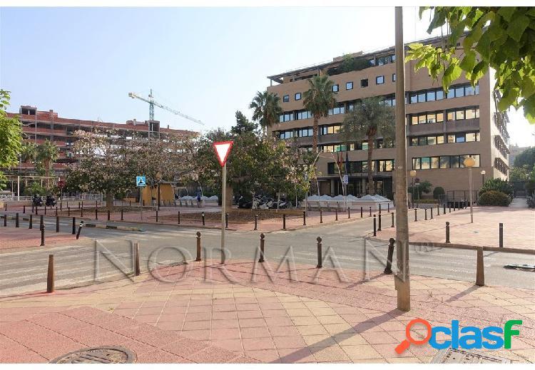 Local en Plaza Santoña, frente a la Consejería de Fomento