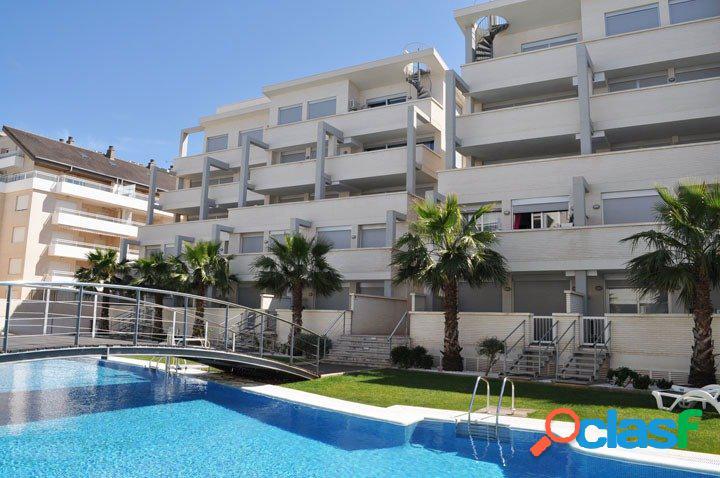 Apartamento bajo cerca de la playa y del casco urbano