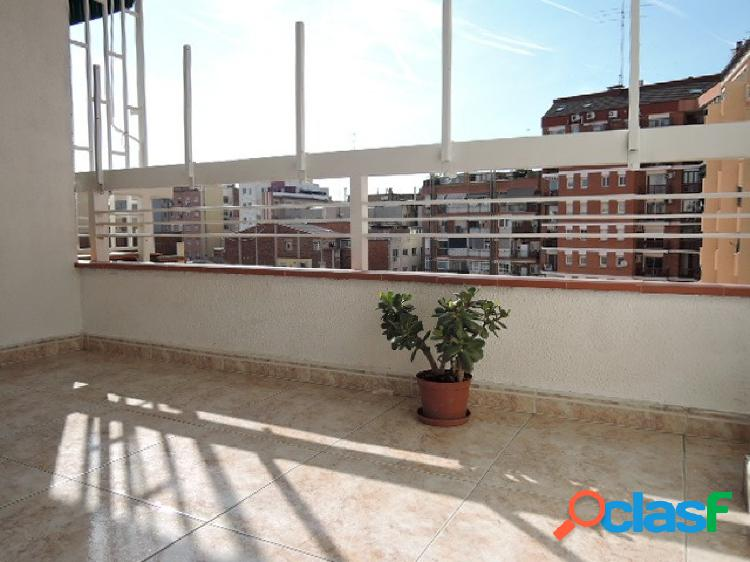 Impecable piso de tres dormitorios en Sants / Les Corts,