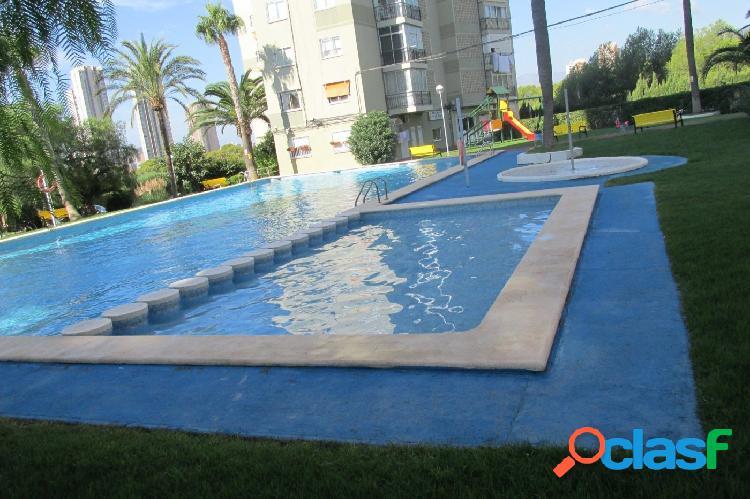 Apartamento en urbanización con piscina