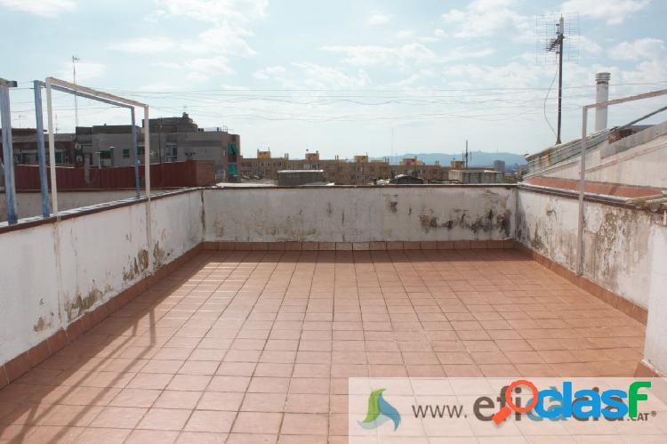 Amplio piso de 120 m2 con terraza, 2 balcones y 4