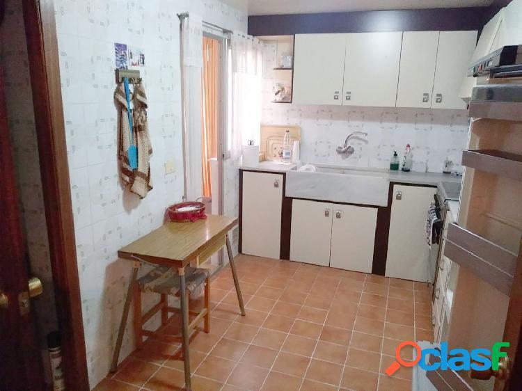 Piso en Xirivella de 110 m2 con 4 habitaciones y ascensor