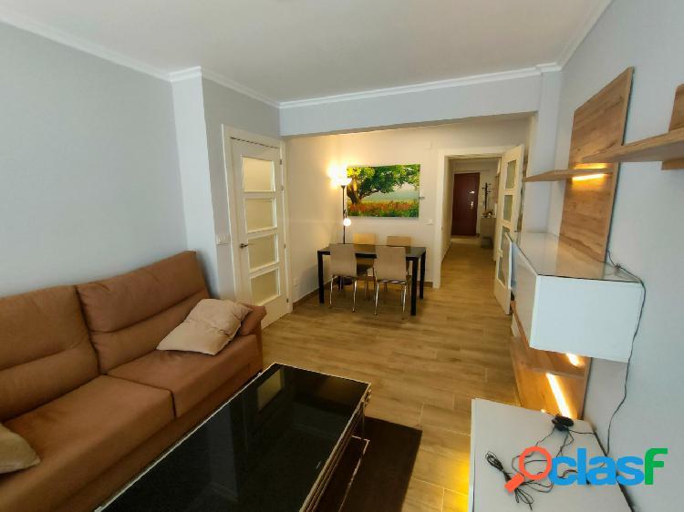 Se alquila piso de tres dormitorios en Calle Nicolás