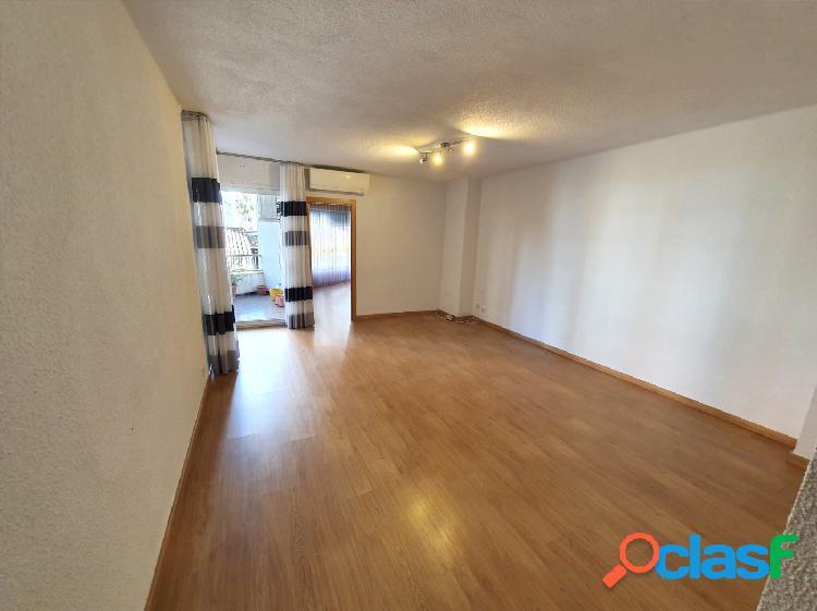 Se vende piso totalmente reformado muy céntrico, en calle
