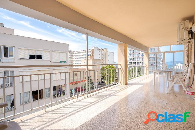 Piso de cuatro dormitorios con gran terraza en Arenal de
