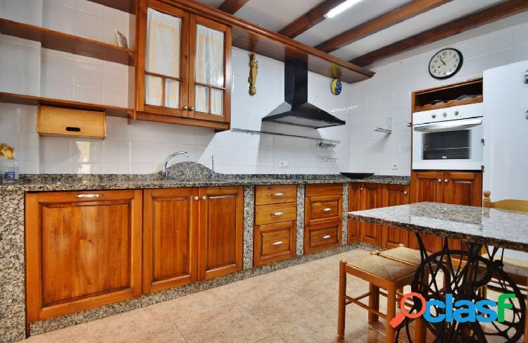 Dúplex en Los Molinos con 4 dormitorios y 4 baños