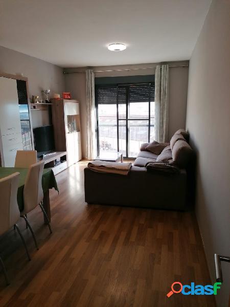 Precioso piso de 3 habitaciones y 2 baños amueblado,