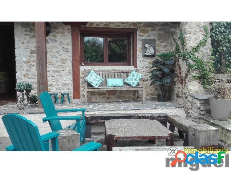 Se vende casa tradicional de piedra y madera con terreno en