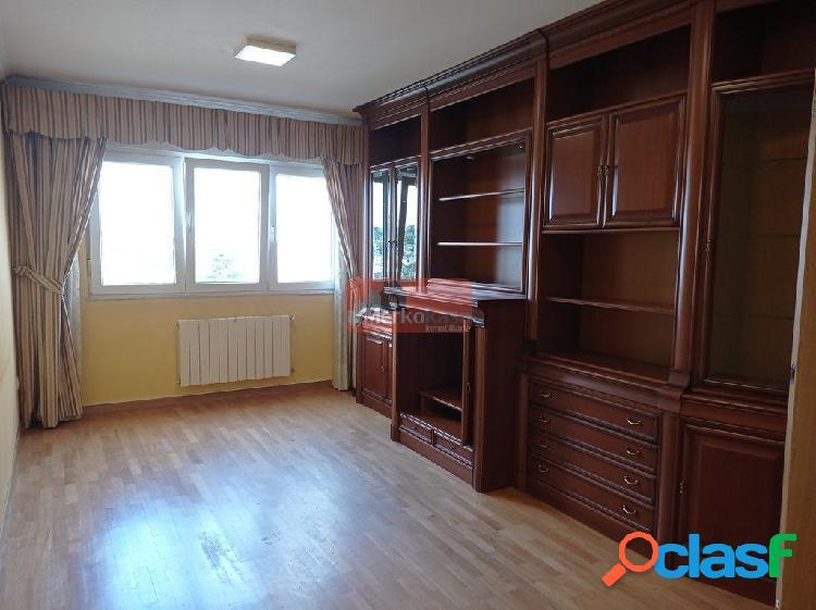 Se vende piso de tres dormitorios con espectaculares