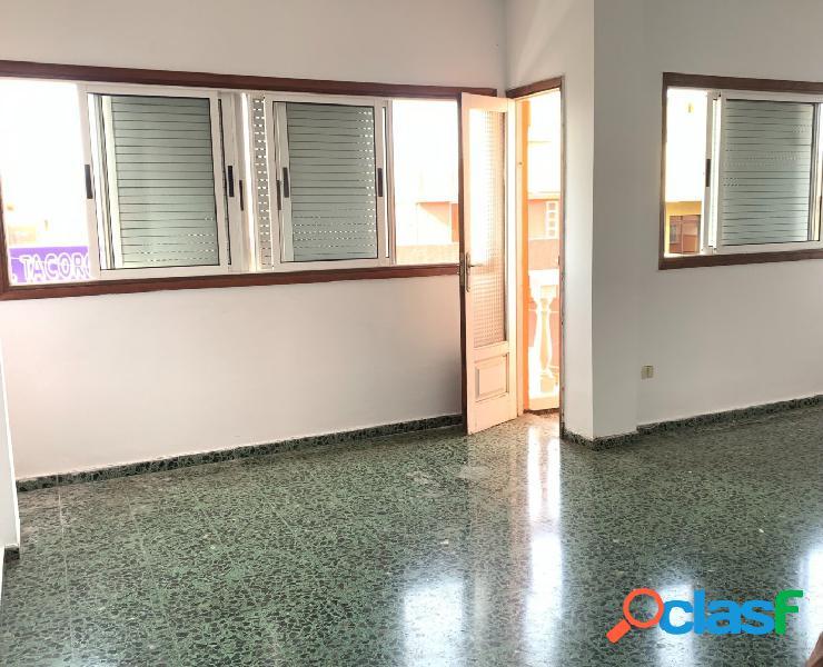 Amplio piso de 3 dormitorios, luminoso y céntrico en