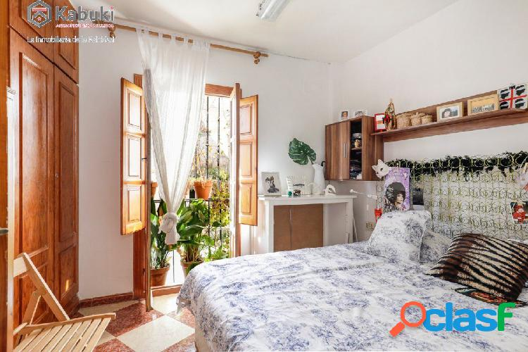 Casa con encanto y posibilidad negocio en el Albayzin junto
