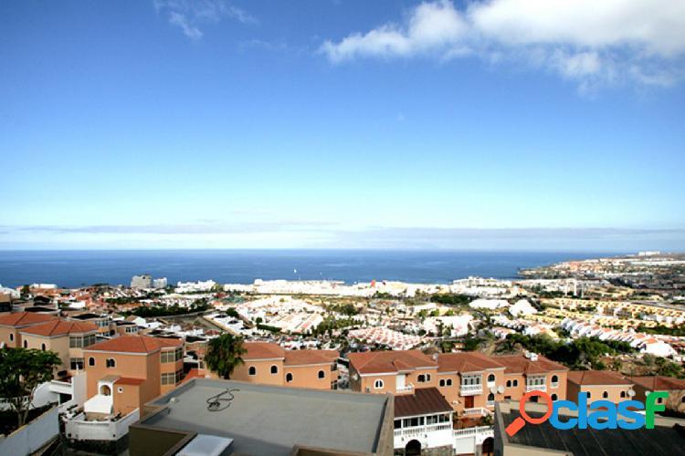 Casa de lujo con vistas panorámicas al mar