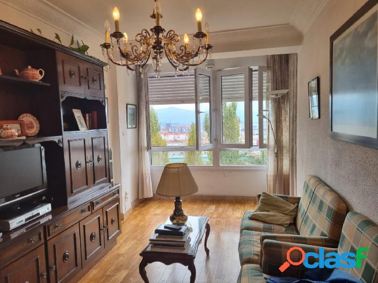 Piso de 3 habitaciones, salón, cocina y baño con vistas a