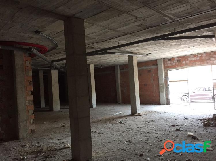 SE VENDE BAJO LOCAL COMERCIAL DE 310 m2
