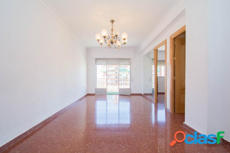 Estupendo piso junto a Inef