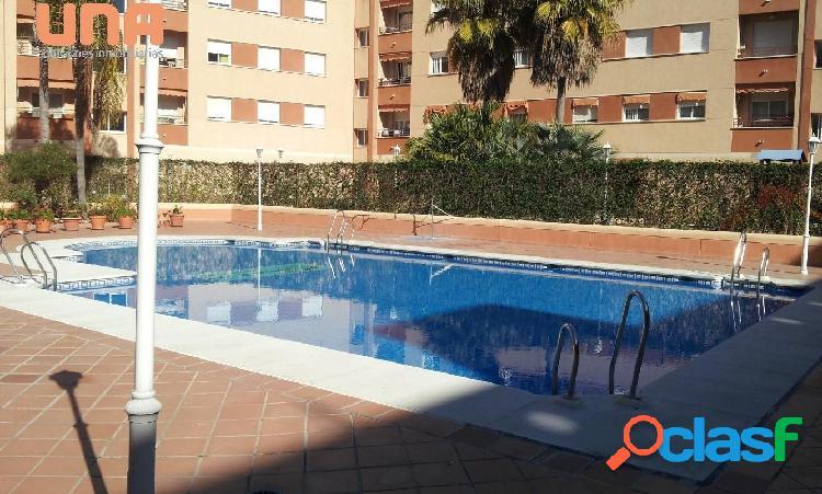 Bonito piso amueblado en urbanización con piscina con